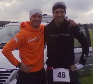 Alles entspannt vor dem Start: Martin Treimer (rechts) und Alexander Jung