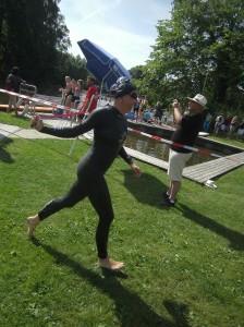 Daniela Hanus kurz nach dem Schwimmen in der undurchsichtigen Wörnitz